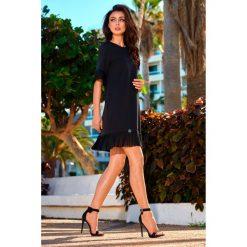 Kobieca sukienka z falbanką l243. Czarne sukienki balowe Lemoniade, na co dzień, l, z falbankami. W wyprzedaży za 139,00 zł.