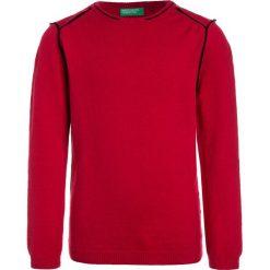 Benetton Sweter red. Czerwone swetry chłopięce marki Benetton, z bawełny. Za 129,00 zł.