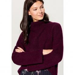 Sweter z domieszką wełny - Bordowy. Czerwone swetry klasyczne damskie marki Mohito, z bawełny. Za 119,99 zł.