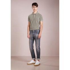 CLOSED UNITY SLIM  Jeansy Slim Fit real worn washed. Szare jeansy męskie relaxed fit marki CLOSED. W wyprzedaży za 460,85 zł.