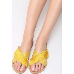 Żółte Klapki Flamboyant. Żółte crocsy damskie marki Kazar, ze skóry, na wysokim obcasie, na obcasie. Za 69,99 zł.