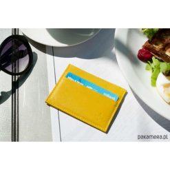 Skórzany portfel na karty kredytowe. Żółte portfele damskie Pakamera, z materiału. Za 100,00 zł.