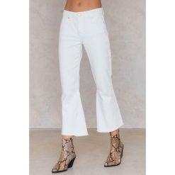 Spodnie damskie: Statement By NA-KD Influencers Jeansy Freja Wewer - White