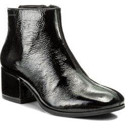 Botki VAGABOND - Daisy 4409-260-20 Black. Czarne botki damskie na obcasie marki Vagabond, z materiału. W wyprzedaży za 279,00 zł.