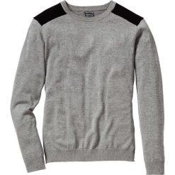 Sweter Regular Fit bonprix szary melanż. Szare swetry klasyczne męskie marki bonprix, l, melanż, z kontrastowym kołnierzykiem. Za 74,99 zł.