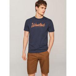 T-shirty męskie: T-shirt z nadrukiem wanted – Granatowy