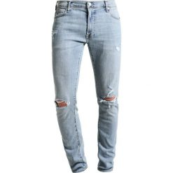 Abercrombie & Fitch SLIM LIGHT DESTROY  Jeansy Slim Fit light destroy. Szare jeansy męskie relaxed fit marki Abercrombie & Fitch. Za 409,00 zł.