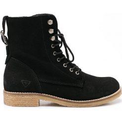 Tamaris - Botki. Czarne buty zimowe damskie Tamaris, z gumy, na obcasie, na sznurówki. W wyprzedaży za 199,90 zł.