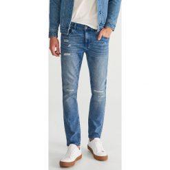 Jeansy slim fit - Niebieski. Niebieskie jeansy męskie relaxed fit Reserved. Za 129,99 zł.