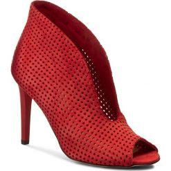 Botki CARINII - B3465M H55-000-000-B16. Czerwone botki damskie na obcasie marki Carinii, z nubiku, eleganckie. W wyprzedaży za 239,00 zł.