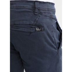 INDICODE JEANS TEMPE Spodnie materiałowe navy. Niebieskie chinosy męskie INDICODE JEANS. W wyprzedaży za 160,30 zł.