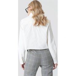 NA-KD Trend Koszula jeansowa z surowym brzegiem - White. Białe koszule jeansowe damskie marki NA-KD Trend. Za 161,95 zł.