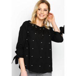 Czarna Bluzka Just Like That. Białe bluzki na imprezę marki Born2be, m, ze sznurowanym dekoltem, z krótkim rękawem. Za 59,99 zł.