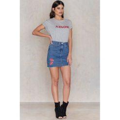 T-shirty damskie: Kristin Sundberg for NA-KD Koszulka Honey - Grey