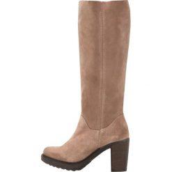 Lazamani Kozaki na platformie taupe. Czarne buty zimowe damskie marki Kazar, z futra, przed kolano, na wysokim obcasie, na koturnie. W wyprzedaży za 259,50 zł.