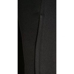 Nike Performance SQUAD Spodnie treningowe black/white. Czarne spodnie chłopięce Nike Performance, z materiału. W wyprzedaży za 149,25 zł.
