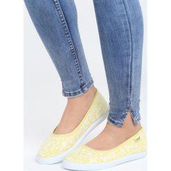 Żółte Balerinki Bigger Thing. Żółte baleriny damskie marki Born2be, w kwiaty, na płaskiej podeszwie. Za 39,99 zł.