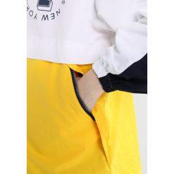 Tommy Jeans Krótki płaszcz bright white. Białe płaszcze damskie marki Tommy Jeans, l, z jeansu. W wyprzedaży za 629,30 zł.