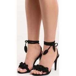 Czarne Sandały Celly. Czarne sandały damskie Born2be, w kwiaty, na wysokim obcasie. Za 79,99 zł.