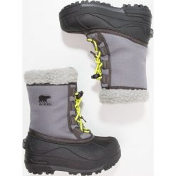Sorel CUMBERLAND Śniegowce city grey. Szare buty zimowe chłopięce Sorel, z materiału. W wyprzedaży za 181,30 zł.