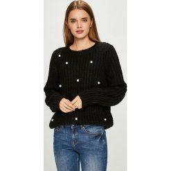 Vero Moda - Sweter. Czarne swetry klasyczne damskie Vero Moda, l, z dzianiny, z okrągłym kołnierzem. W wyprzedaży za 139,90 zł.