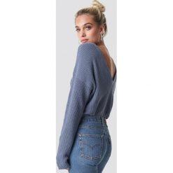 NA-KD Sweter z dzianiny z dekoltem V - Blue. Niebieskie swetry klasyczne damskie NA-KD, z dzianiny. Za 121,95 zł.