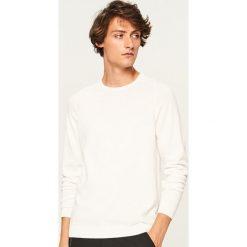 Gładki sweter - Biały. Białe swetry klasyczne męskie marki Benetton, m. W wyprzedaży za 59,99 zł.