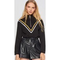 Bluzy damskie: Bluza z golfem - Czarny