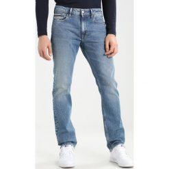 Calvin Klein Jeans SLIM STRAIGHT ISOLATION Jeansy Slim Fit isolation blue. Niebieskie jeansy męskie relaxed fit marki Calvin Klein Jeans, z bawełny. W wyprzedaży za 419,30 zł.