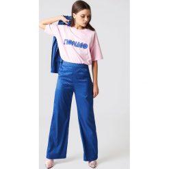 NA-KD Spodnie dzwony z wysokim stanem - Blue. Niebieskie spodnie z wysokim stanem NA-KD, z materiału. W wyprzedaży za 97,17 zł.