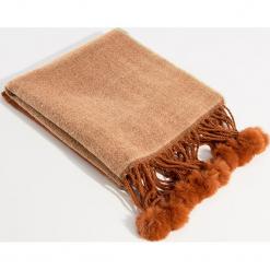 Szalik z pomponami - Beżowy. Czerwone szaliki damskie marki Mohito, z bawełny. Za 59,99 zł.