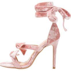 Sandały damskie: Lavish Alice POWDERED WRAP ANKLE STILETTO SANDALS Sandały na obcasie rosa