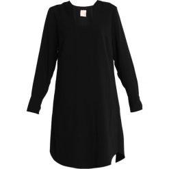 Karen by Simonsen VIGGA DRESS Sukienka letnia black. Czarne sukienki letnie Karen by Simonsen, z elastanu. Za 549,00 zł.