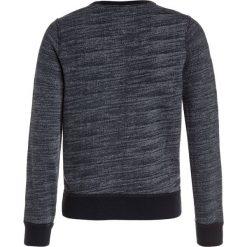 Abercrombie & Fitch TEXTURED LOGO CREW Sweter navy. Niebieskie swetry chłopięce Abercrombie & Fitch, z bawełny. Za 189,00 zł.