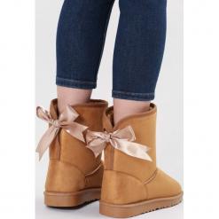 Camelowe Śniegowce Proper. Brązowe buty zimowe damskie marki other, z materiału, z okrągłym noskiem, na platformie. Za 89,99 zł.