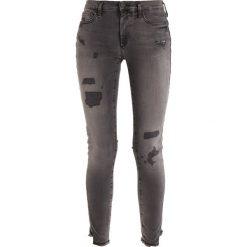 True Religion HALLE DESTROYED Jeans Skinny Fit black denim. Czarne boyfriendy damskie True Religion. W wyprzedaży za 679,20 zł.
