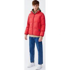 Pikowana kurtka z wysokim kołnierzem. Czerwone kurtki męskie pikowane marki Pull&Bear, m. Za 139,00 zł.