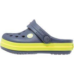 Crocs CROCBAND  Sandały kąpielowe navy/volt green. Niebieskie sandały chłopięce marki Crocs, z gumy. Za 129,00 zł.