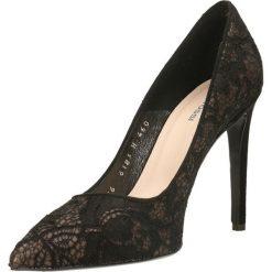 Czółenka INGRID. Czarne buty ślubne damskie Gino Rossi, z koronki, na wysokim obcasie, na szpilce. Za 149,90 zł.