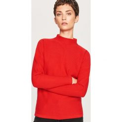 Sweter ze stójką - Czerwony. Czerwone swetry klasyczne damskie Reserved, l, ze stójką. Za 79,99 zł.