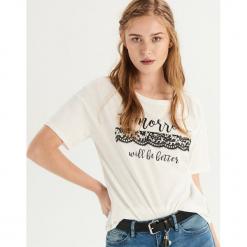 T-shirt z nadrukiem - Kremowy. Białe t-shirty damskie Sinsay, l, z nadrukiem. Za 24,99 zł.