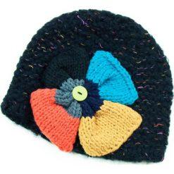 Czapka damska z Wielkim Kwiatem czarna. Czarne czapki zimowe damskie Art of Polo. Za 49,91 zł.