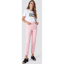 Spodnie damskie: Galore x NA-KD Jeansy Pink Mom - Pink