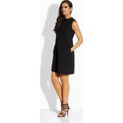 Kobieca luźna sukienka z ozdobnymi guzikami czarna VOLETA. Brązowe sukienki balowe marki Lemoniade, z klasycznym kołnierzykiem. Za 99,00 zł.