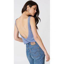 Podkoszulki damskie: NA-KD Trend Podkoszulek z głębokim dekoltem na plecach – Blue