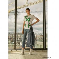 T-shirt Abi Green. Zielone t-shirty damskie marki Pakamera, z nadrukiem, z bawełny, z asymetrycznym kołnierzem. Za 120,00 zł.