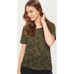 T-shirty damskie: T-shirt we wzory – Khaki