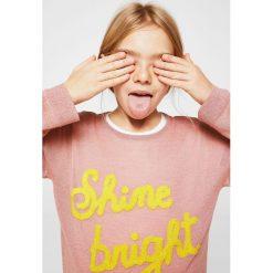 Mango Kids - Sweter dziecięcy Melon 110-164 cm. Różowe swetry dziewczęce Mango Kids, z dzianiny, z okrągłym kołnierzem. W wyprzedaży za 49,90 zł.