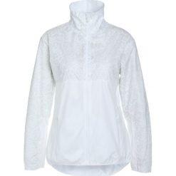Puma JACKET Kurtka do biegania white. Białe kurtki sportowe damskie marki Puma, xs, z materiału. W wyprzedaży za 377,10 zł.
