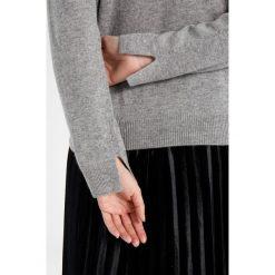 Swetry klasyczne damskie: YUMA Sweter grey melange